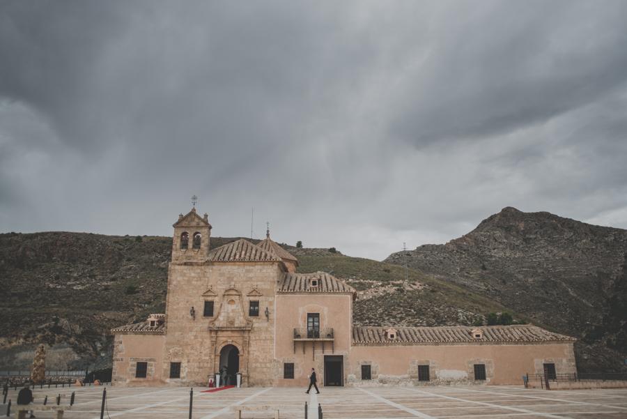 Isa y Justo. Boda en Santuario Virgen del Saliente. Velez Rubio, velez Blanco, Albox y Vera. Fotografo de Bodas 20