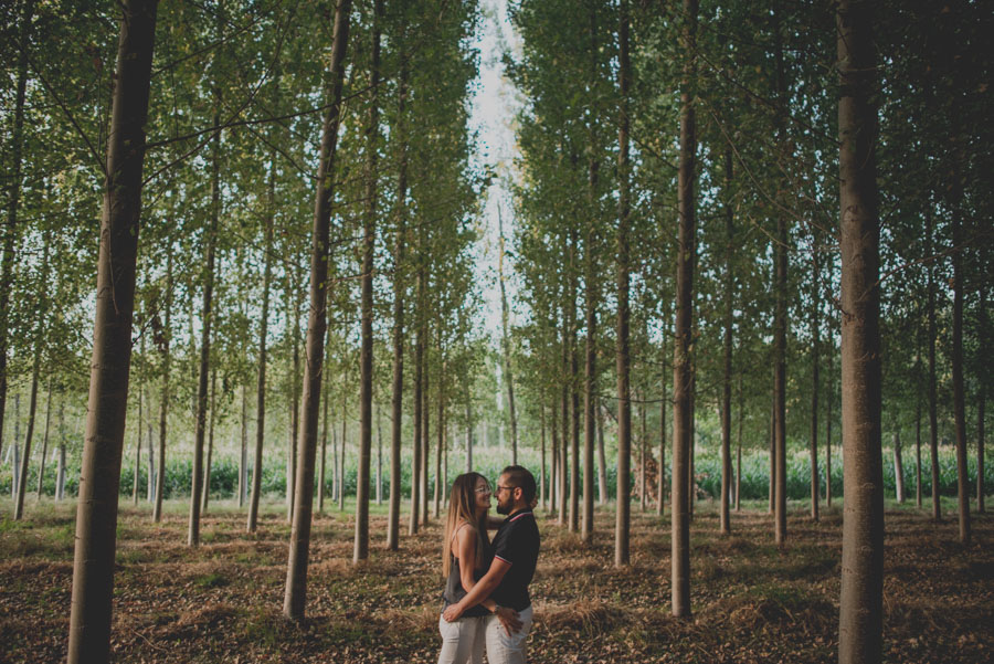 Pre-Boda-en-Granada-Reportaje-de-pareja-en-el-paseo-de-los-tristes-Fran-Ménez-Fotógrafo-de-Bodas-23