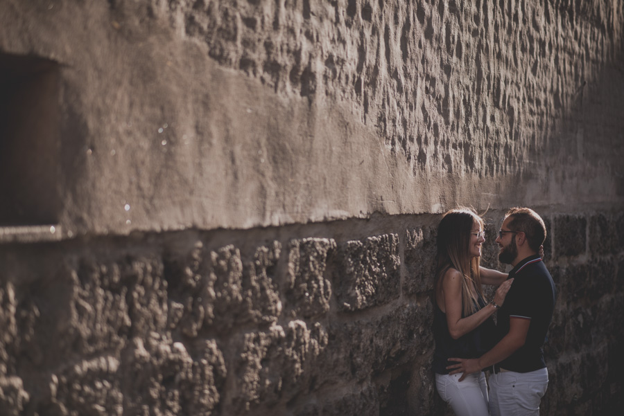 Pre-Boda-en-Granada-Reportaje-de-pareja-en-el-paseo-de-los-tristes-Fran-Ménez-Fotógrafo-de-Bodas-8