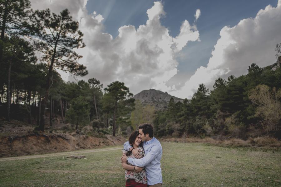 David e Inma. Pre Boda en Primavera en la Sierra de Huetor Santillan. Fran Ménez Fotógrafos de Boda en Granada. 14