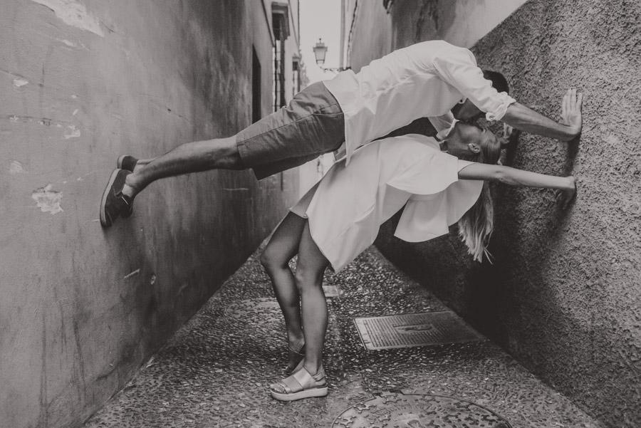 Kamila y Geminidas. Photoshoot in Granada. Couple session in Granada. Fran Ménez Photographer in Granada 17