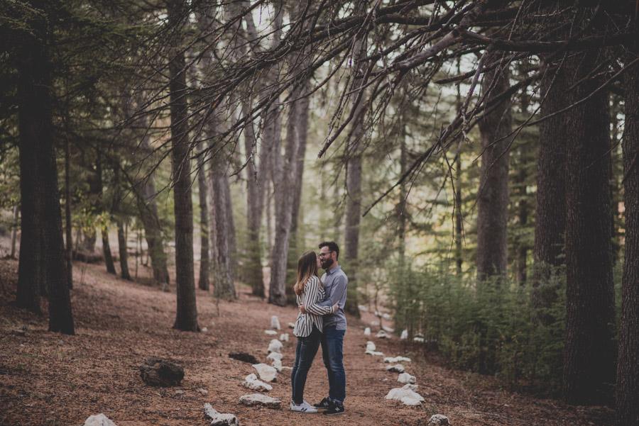 Pre Boda en la Alfaguara. Fran Ménez Fotógrafo de bodas en Granada. Fotografía Natural y diferente