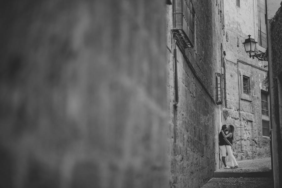 Pre-Boda-en-Granada-Reportaje-de-pareja-en-el-paseo-de-los-tristes-Fran-Ménez-Fotógrafo-de-Bodas-1