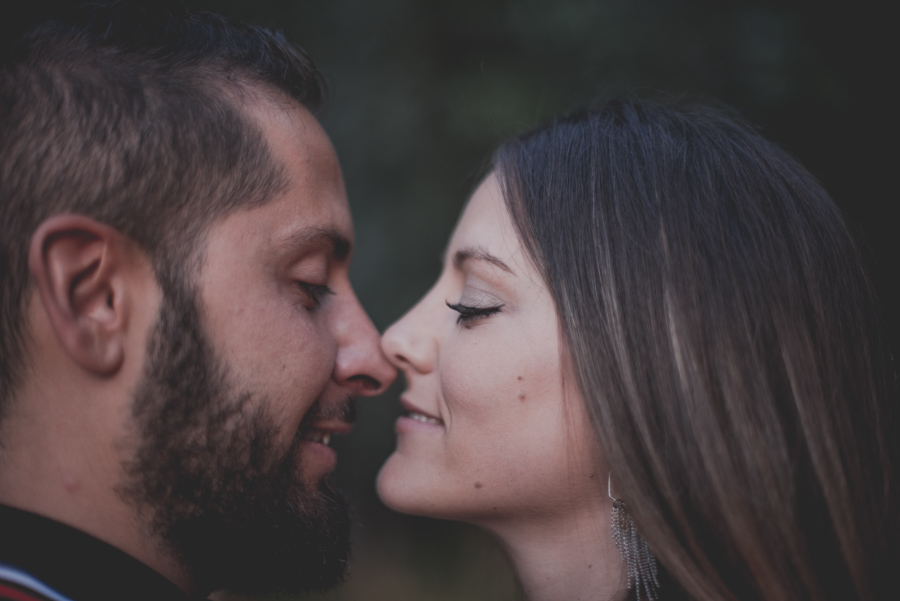 Pre-Boda-en-Granada-Reportaje-de-pareja-en-el-paseo-de-los-tristes-Fran-Ménez-Fotógrafo-de-Bodas-31