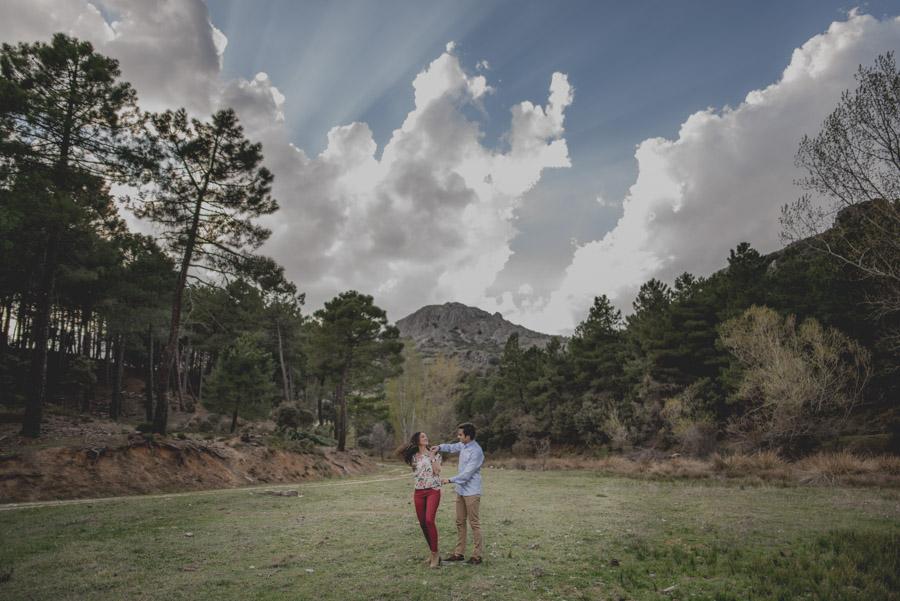 David e Inma. Pre Boda en Primavera en la Sierra de Huetor Santillan. Fran Ménez Fotógrafos de Boda en Granada. 13
