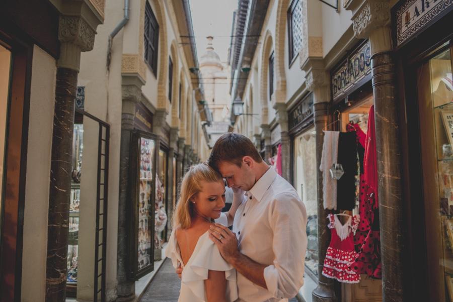 Kamila y Geminidas. Photoshoot in Granada. Couple session in Granada. Fran Ménez Photographer in Granada 9