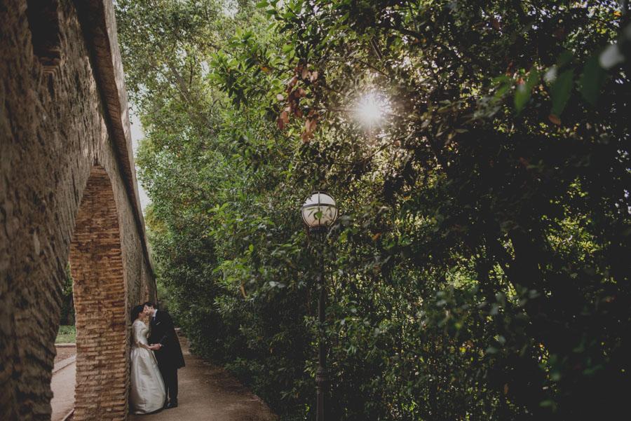 Post Boda en los alrededores de la Alhambra. Fran Menez Fotógrafos de Boda en Granada. 8