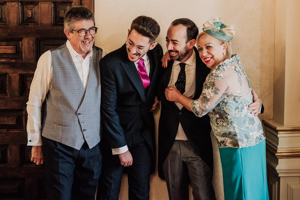 Boda-en-Santa-Ana-y-Carmen-de-los-Chapiteles.-Fran-Menez-Fotografos-de-boda-en-Granada-12