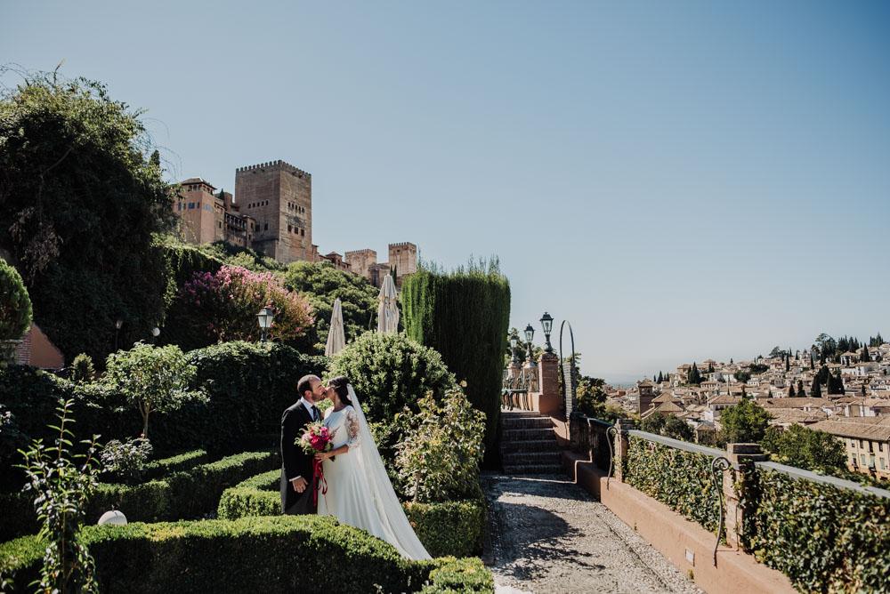 Boda-en-Santa-Ana-y-Carmen-de-los-Chapiteles.-Fran-Menez-Fotografos-de-boda-en-Granada-58